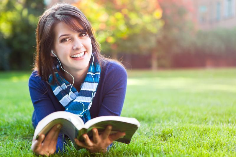 pretty-girl-reading-a-book