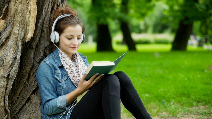 girl-listening-music