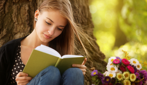 girl-reading-abook-in-the-park
