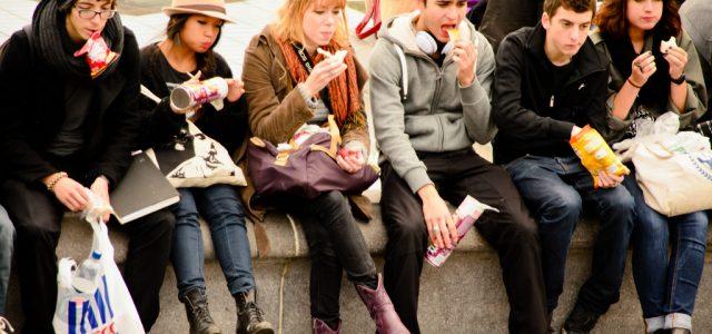teenagers-eating