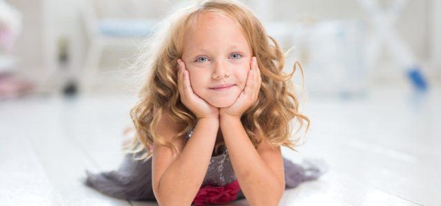 beautiful-little-girl-daydreaming