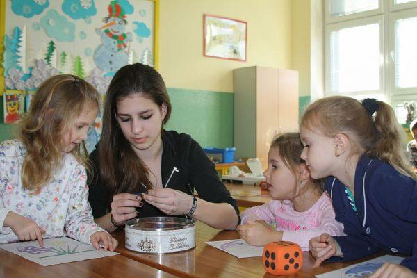 teacher-and-students-creative-activities